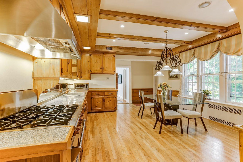 6 – 2 Tall Pine Lane – Gourmet Eat-in Kitchen
