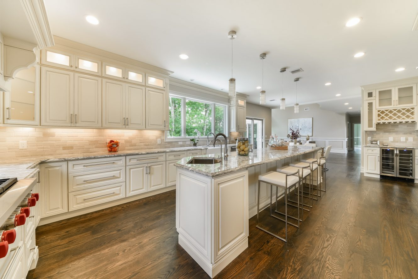 6 – 21 Johnson Drive – Gourmet Eat-in Kitchen