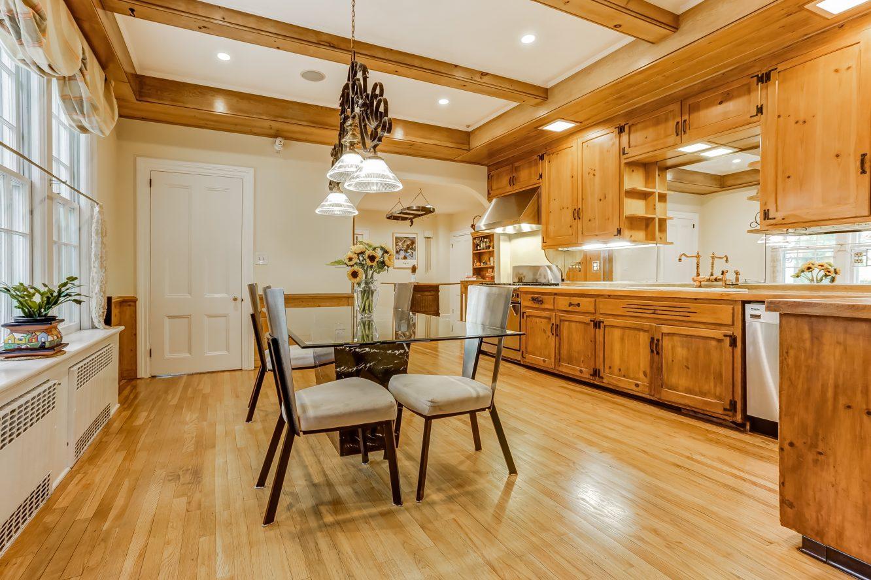 7 – 2 Tall Pine Lane – Gourmet Eat-in Kitchen