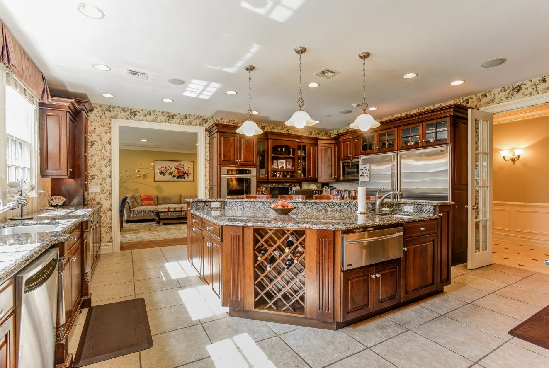 7 – 46 Great Hills Terrace – Gourmet Eat-in Kitchen