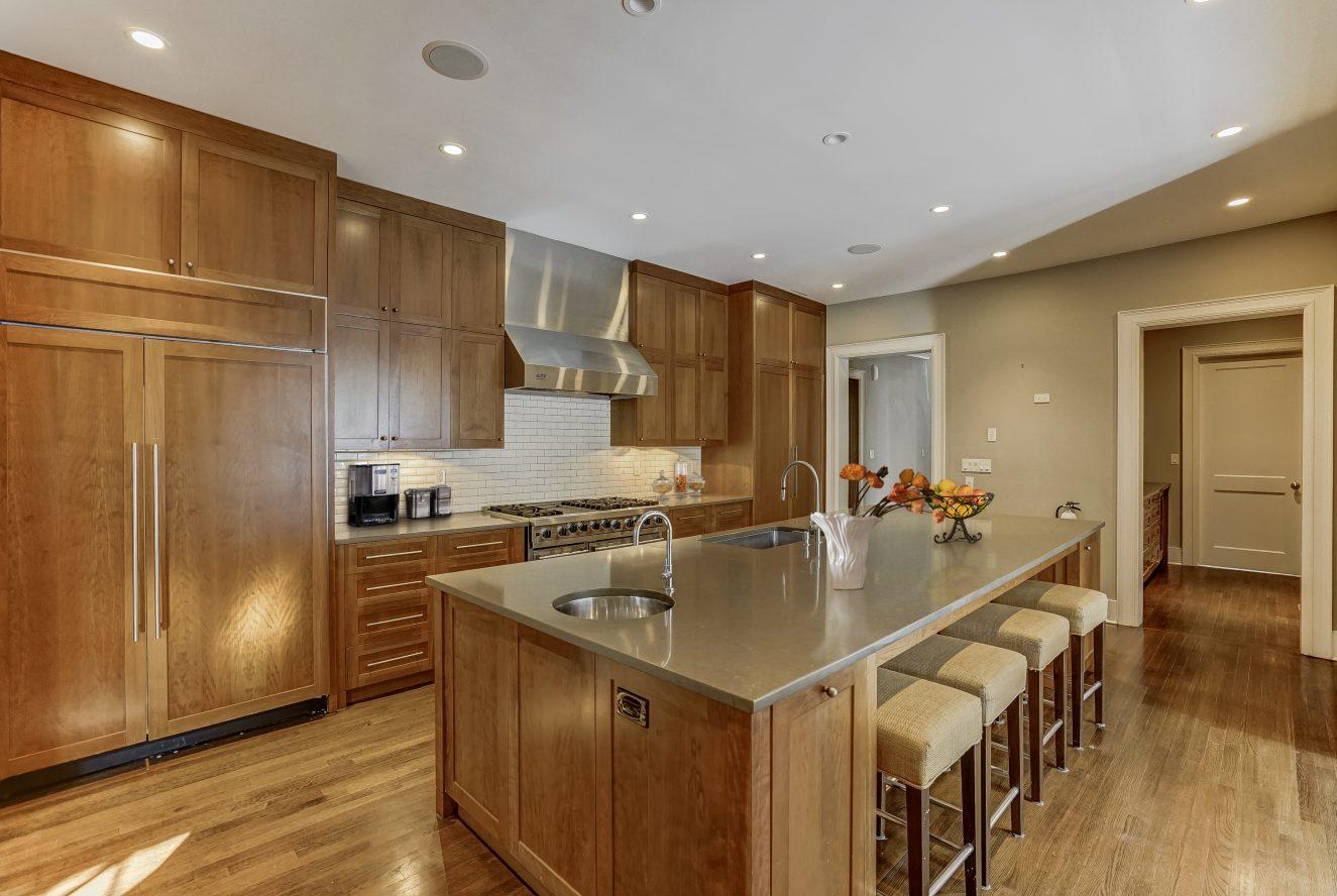 7 – 7 Chestnut Place – Gourmet Eat-in Kitchen