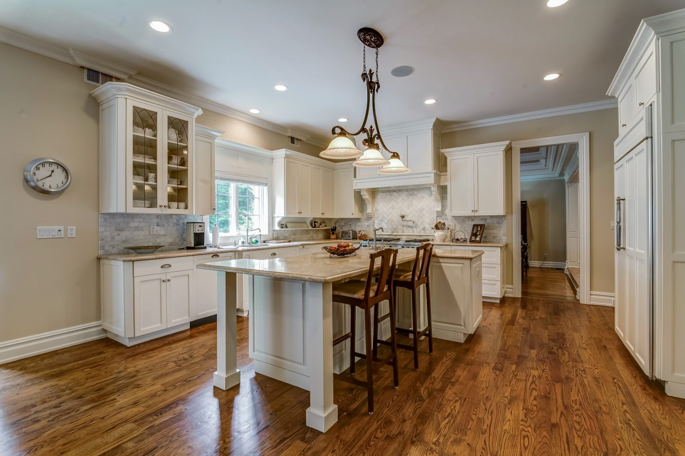 8 – 12 Shirlawn Drive – Gourmet Eat-in Kitchen