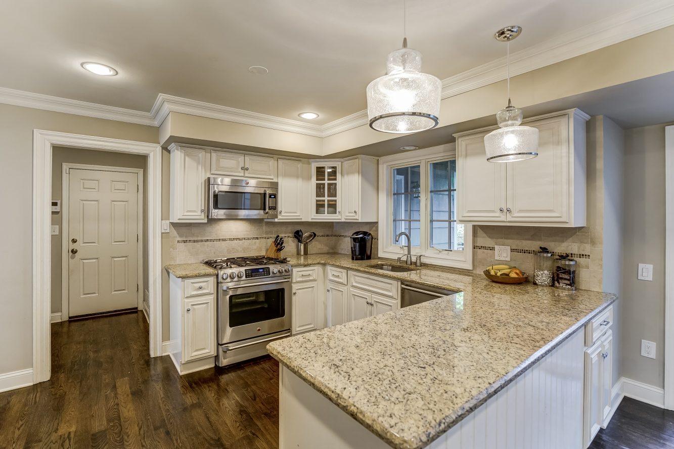 8 – 59 Harvey Drive – Gourmet Eat-in Kitchen