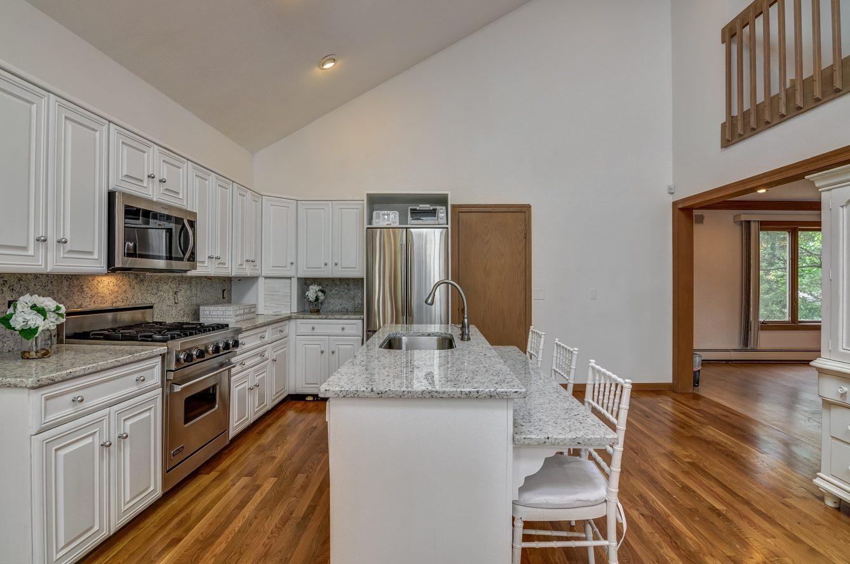 8 – 80 Hillside Avenue – Gourmet Eat-in Kitchen
