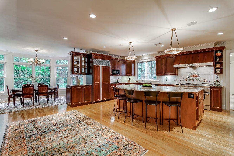 8 – 88 Birch Lane – Gourmet Eat-in Kitchen