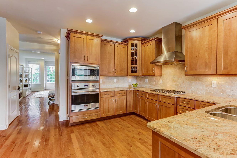 9 – 19 Woodstone Circle – Gourmet Eat-in Kitchen