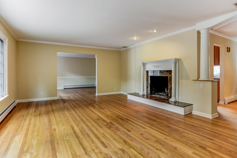 9- 31 Park Lane – Living Room