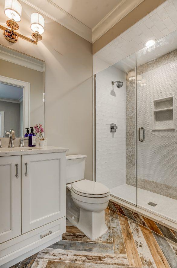 11 – 104 Farley Road – 1st Level Guest Suite Bath