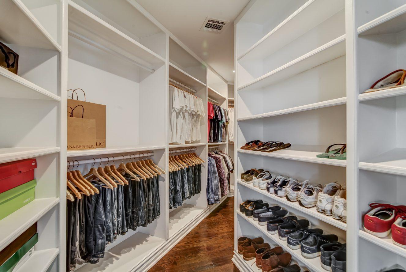 14 – 187 Stirling Road – Master Walk-in Closet