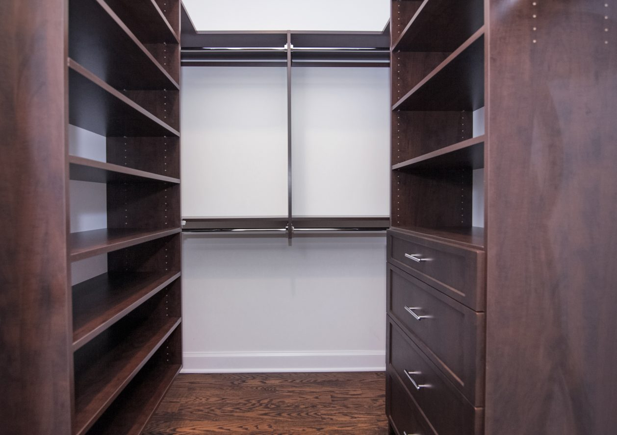 15 – 11 Hillview Terrace – Master Walk-in Closet