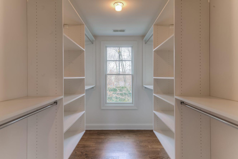 17 – 13 Hillview Terrace – Bedroom 3 Walk-in Closet