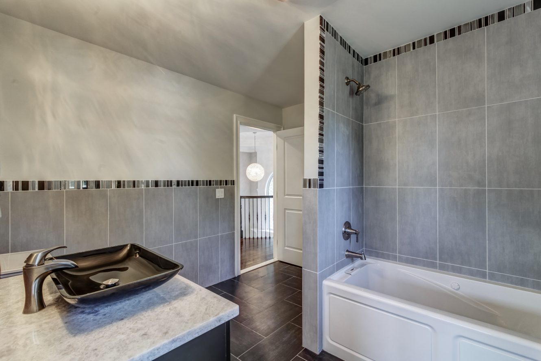 17 – 187 Stirling Road – Second Level Bath