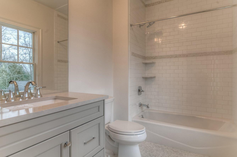 18 – 13 Hillview Terrace – Bedroom 3 En Suite Bath