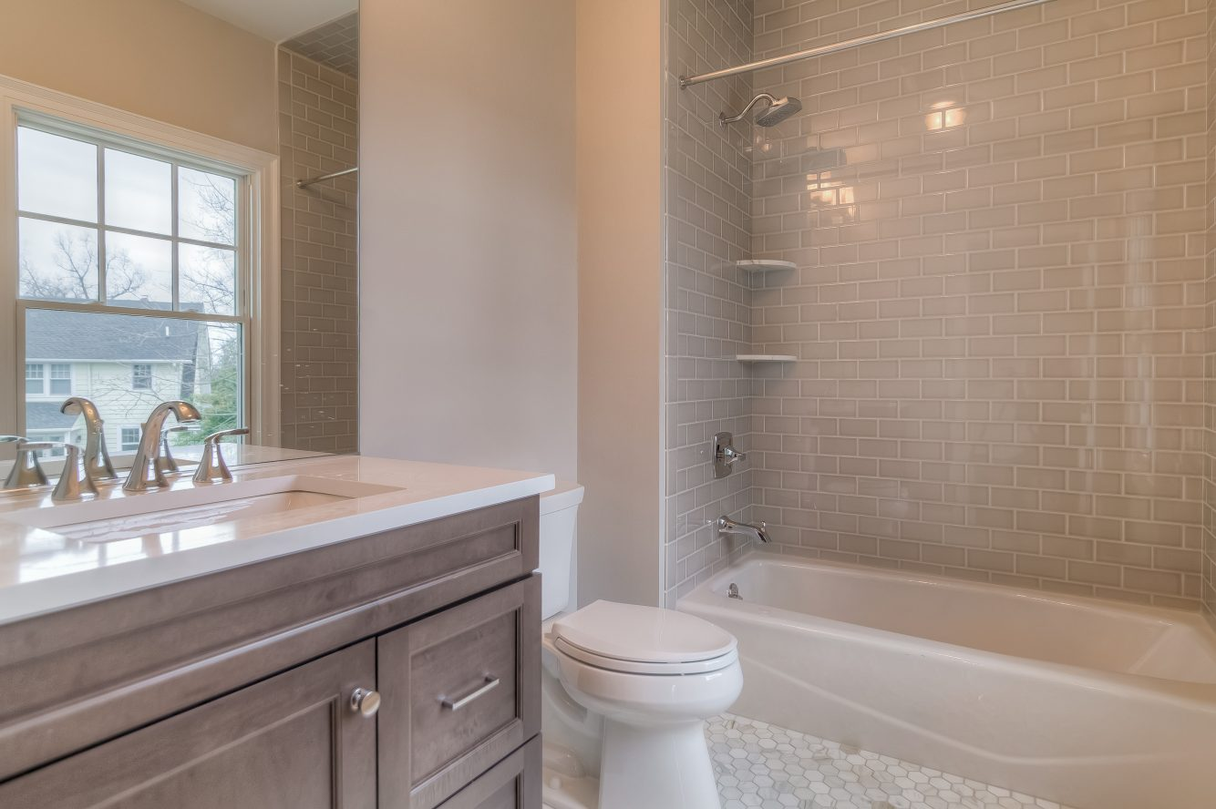 20 – 13 Hillview Terrace – Bedroom 4 En Suite Bath
