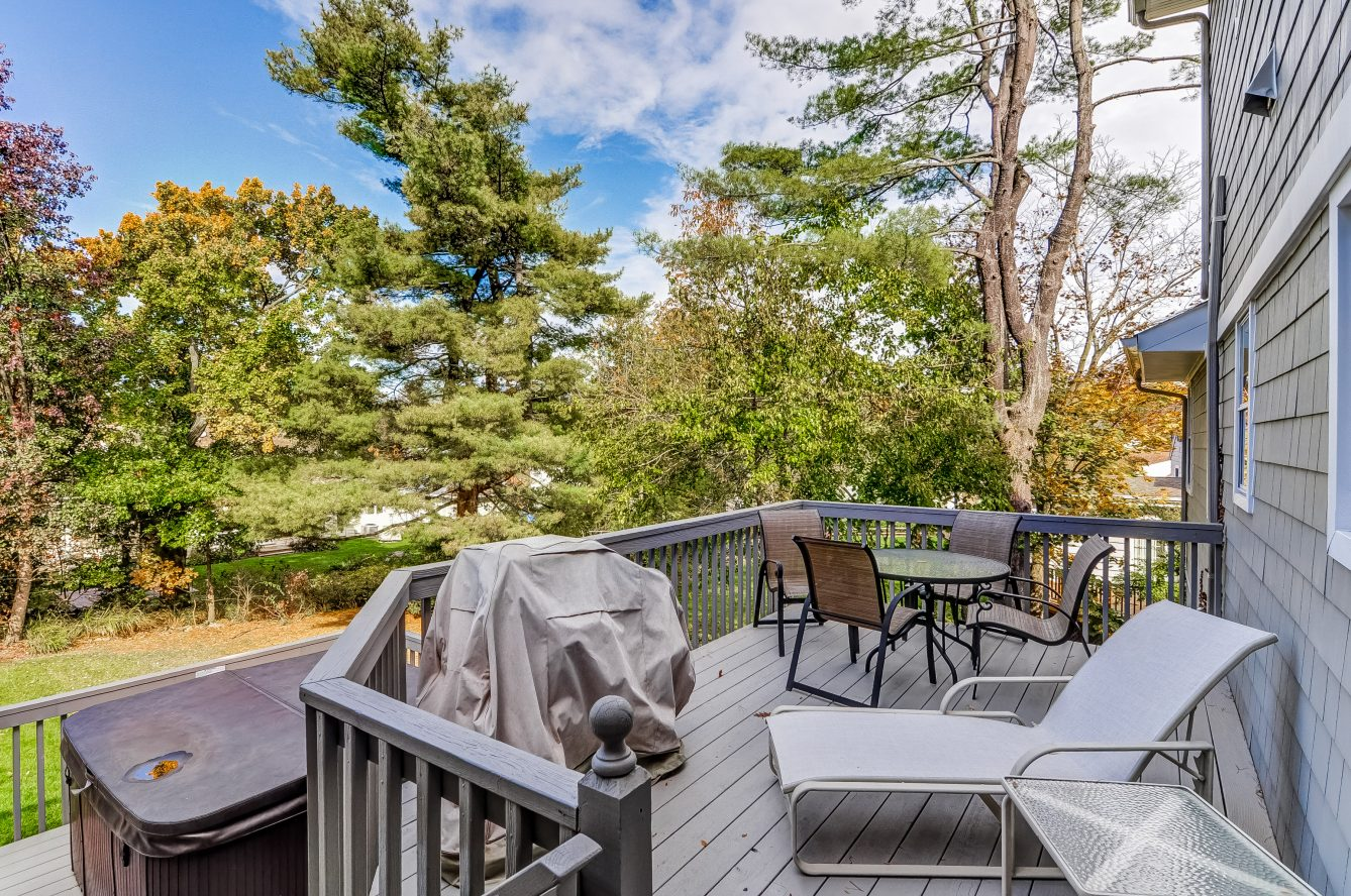 22 – 129 Silver Spring Road – Beautiful 2-tiered Deck