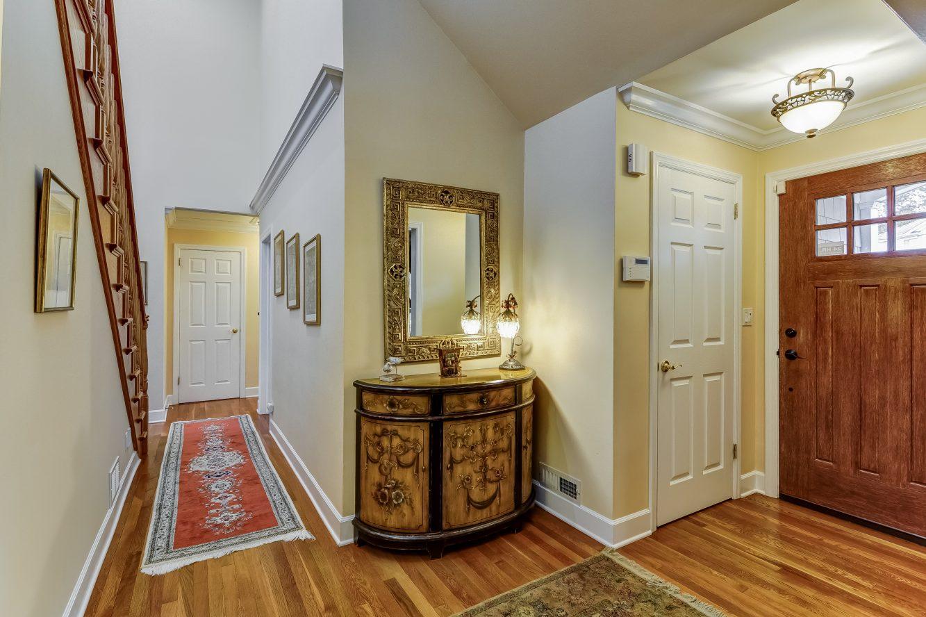 5 – 129 Silver Spring Road – Foyer