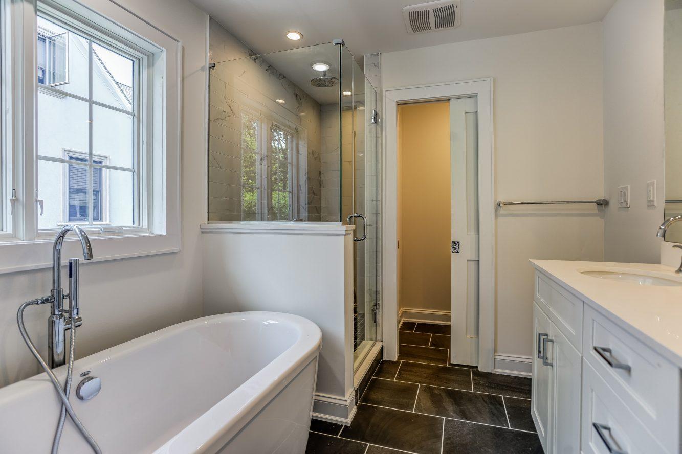 10 – Spa-like Master Bath – 24B Gates Avenue