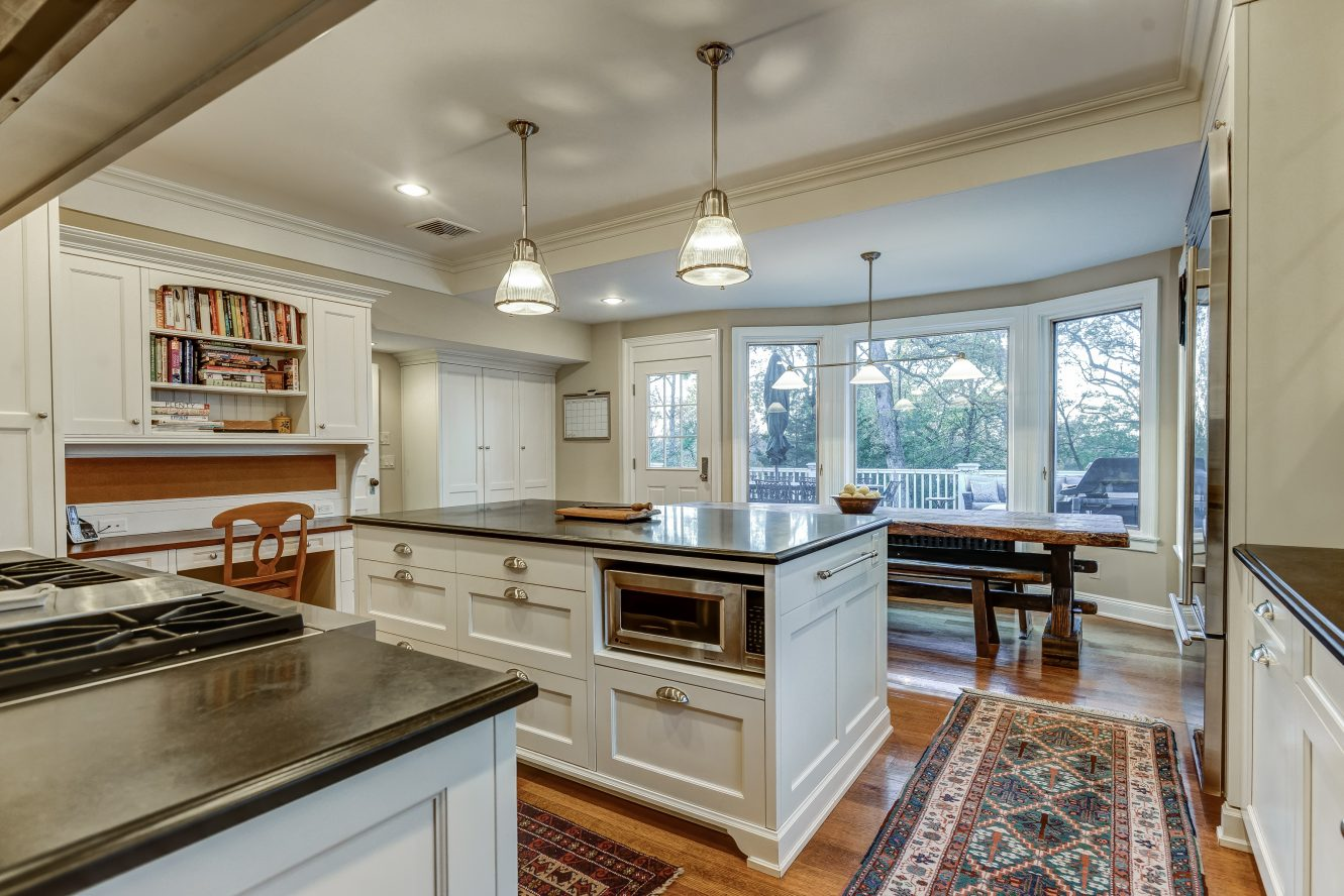 11 – Gourmet Eat-in Kitchen – 67 Oak Ridge Avenue