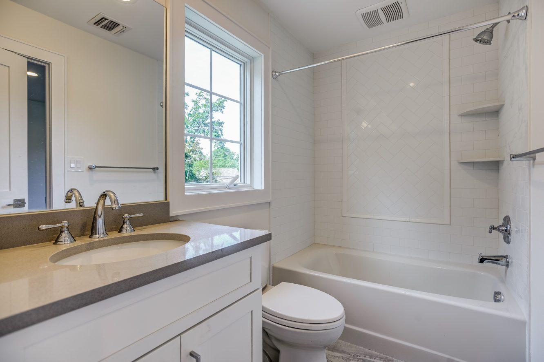 13 – Bedroom 2 En Suite Bath – 24B Gates Avenue