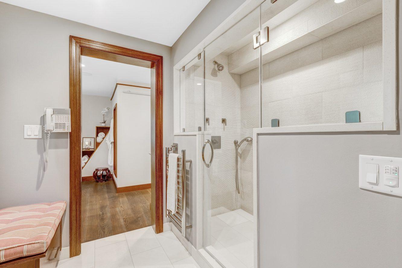 16 – 6 Kimball Circle – Spa-like Master Bath