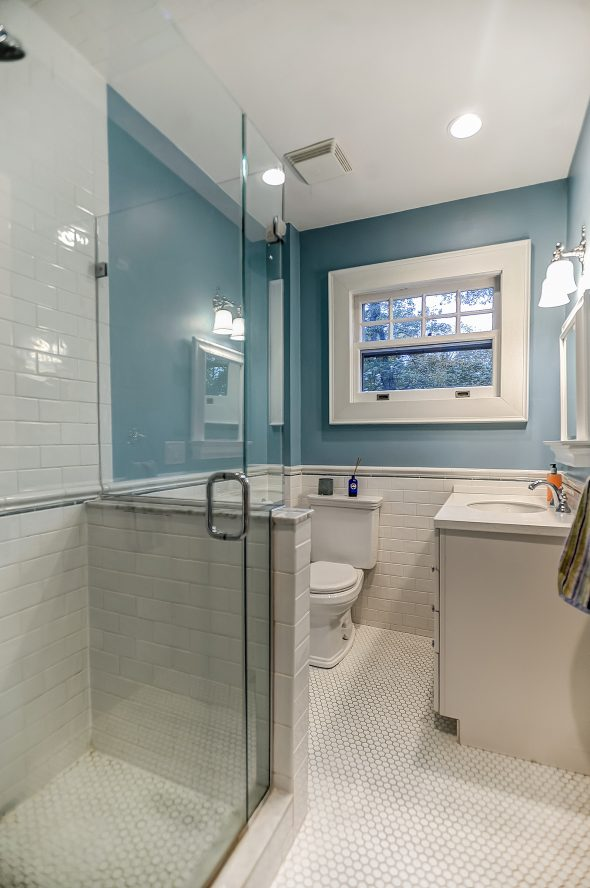 18 – Second Level Full Bath – 67 Oak Ridge Avenue