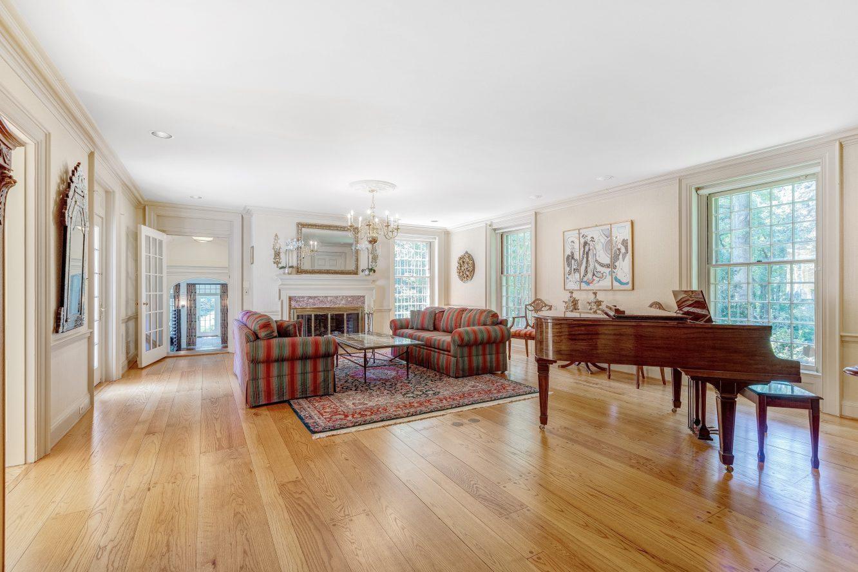 3 – 6 Kimball Circle – Living Room