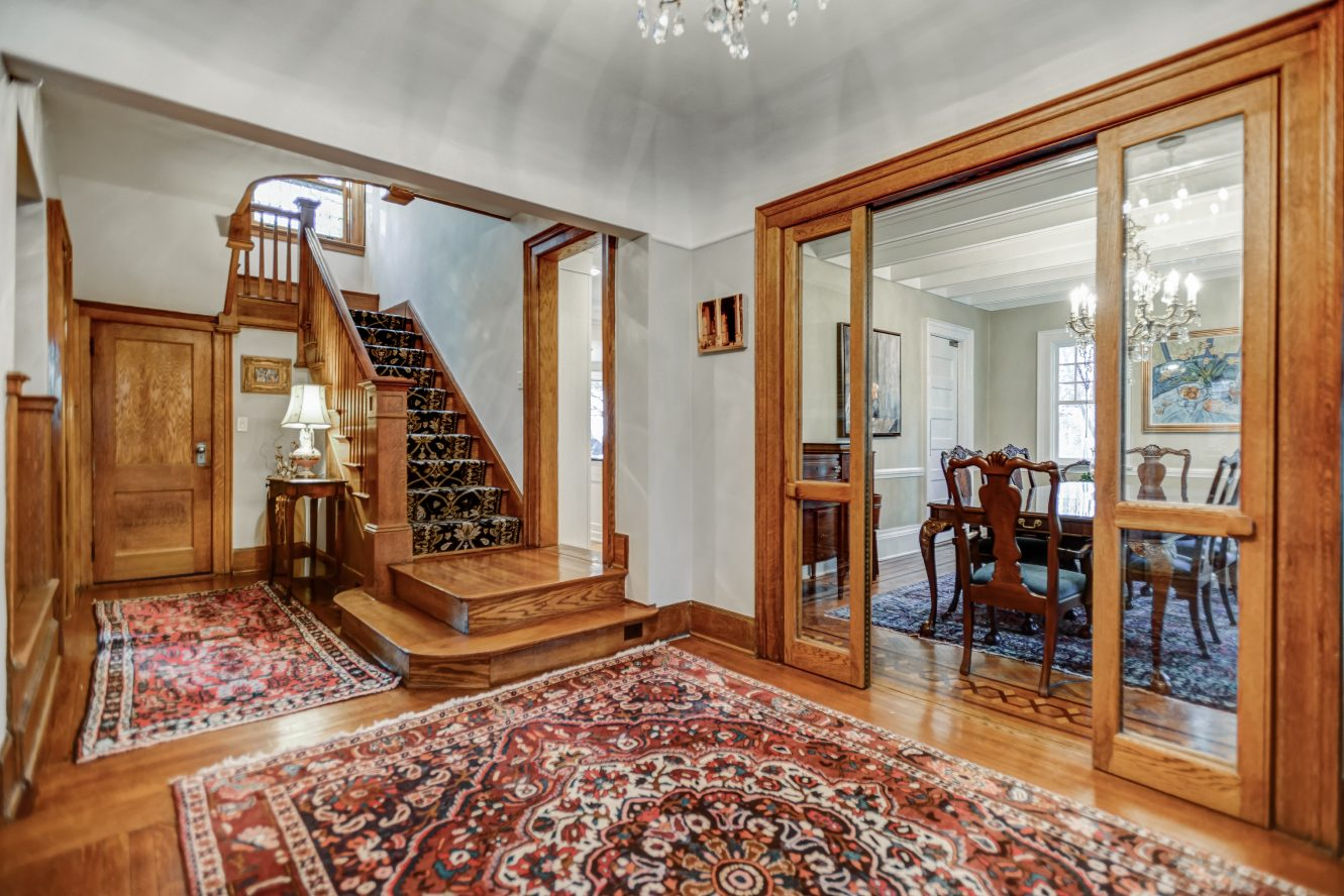4 – Gracious Entrance Hall – 67 Oak Ridge Avenue