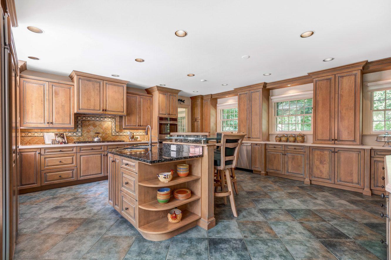7 – 6 Kimball Circle – Gourmet Eat-in Kitchen