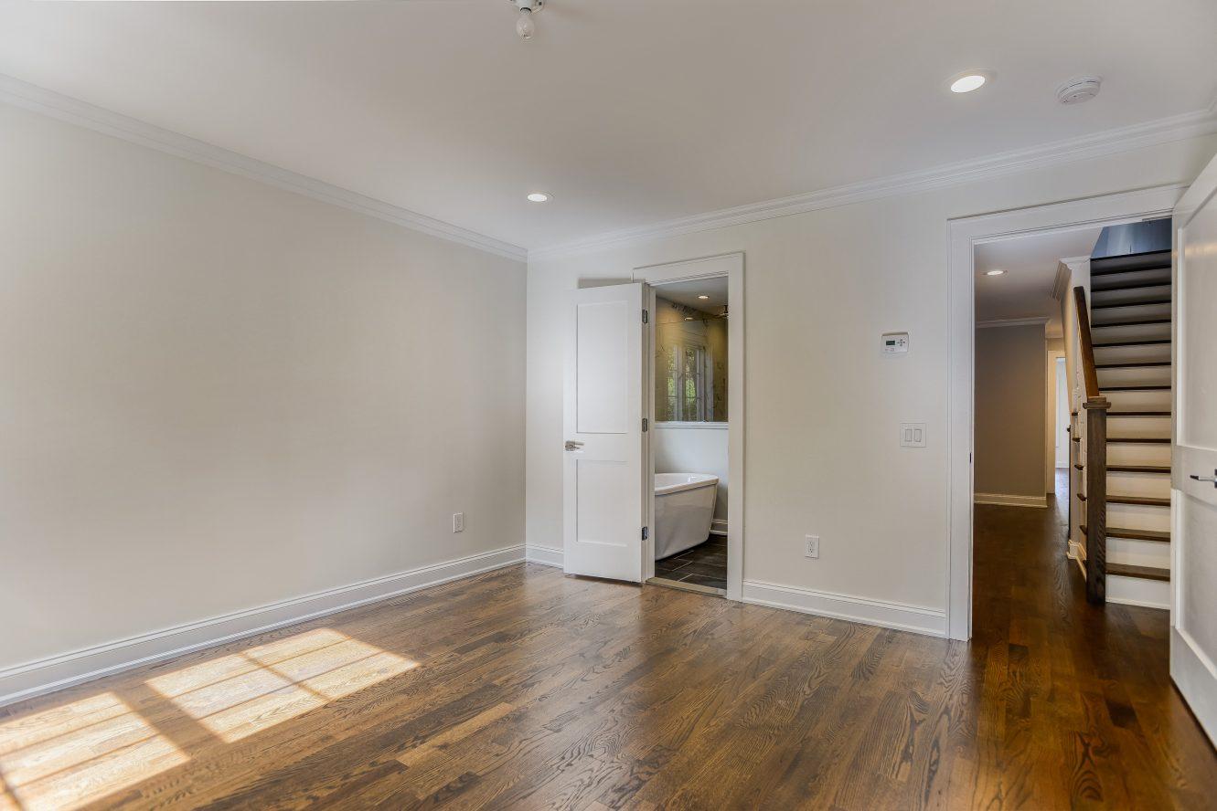 9 – Master Bedroom – 24B Gates Avenue