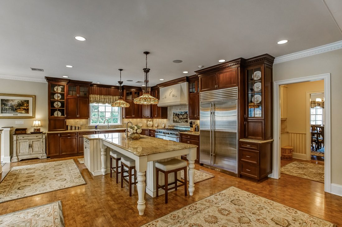 10 – 17 Farbrook Drive – Gourmet Eat-in Kitchen