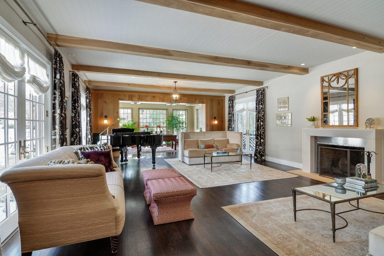 10 – Crest Acre Court – Living Room