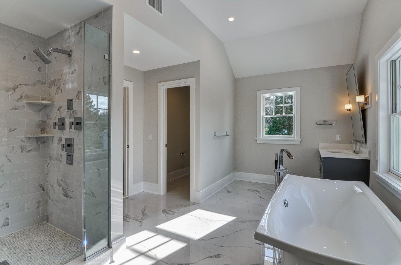13 – 7 Saratoga Way – Spa-like Master Bath