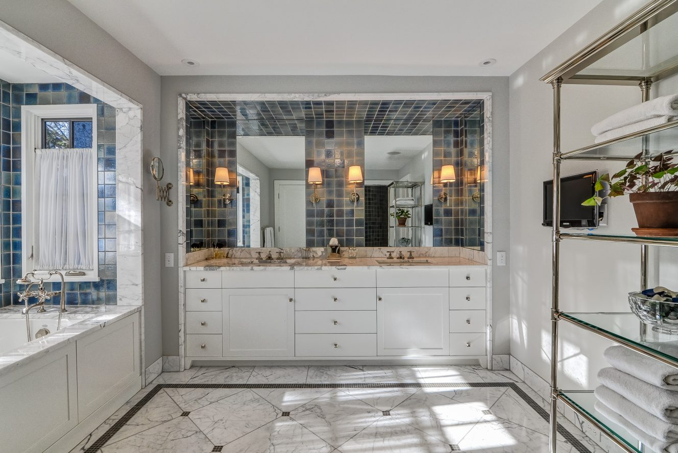 19 – Crest Acre Court – Spa-like Master Bath