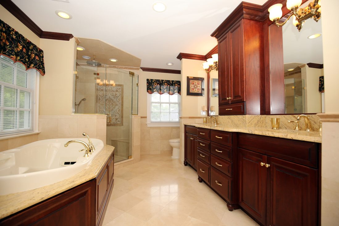 20 – 17 Farbrook Drive – Spa-like Master Bath