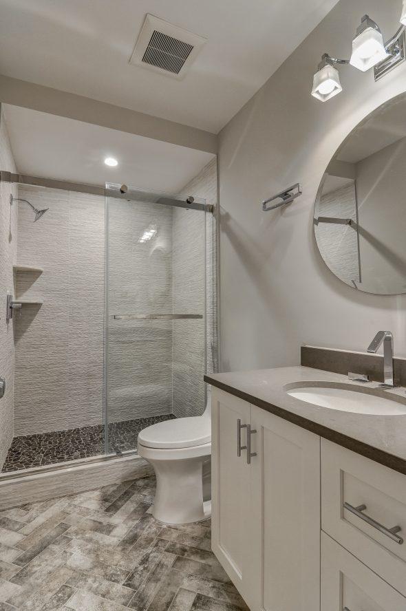 20 – 7 Saratoga Way – Beautiful Lower Level Bath