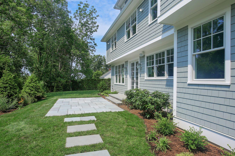 21 – 7 Saratoga Way – Beautiful Backyard