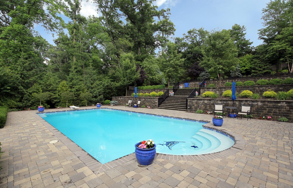 24 – 17 Farbrook Drive – Gorgeous Pool
