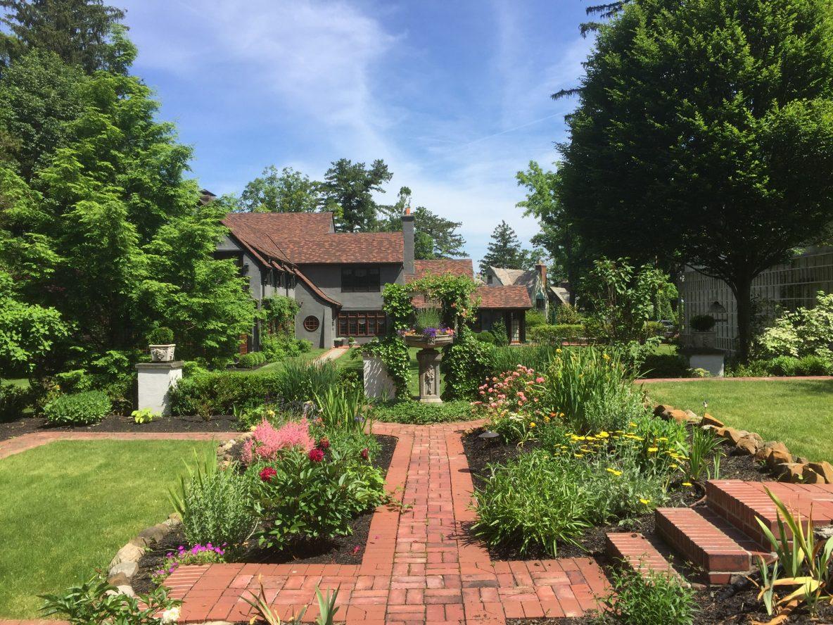 3 – Crest Acre Court – Stunning Gardens & Brick Paver Walkways