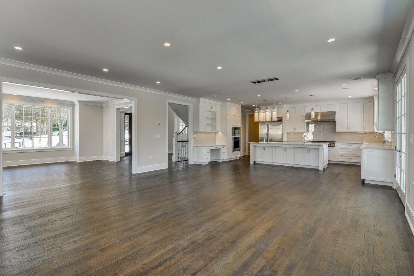 7 – 7 Saratoga Way – Open Floor Plan!