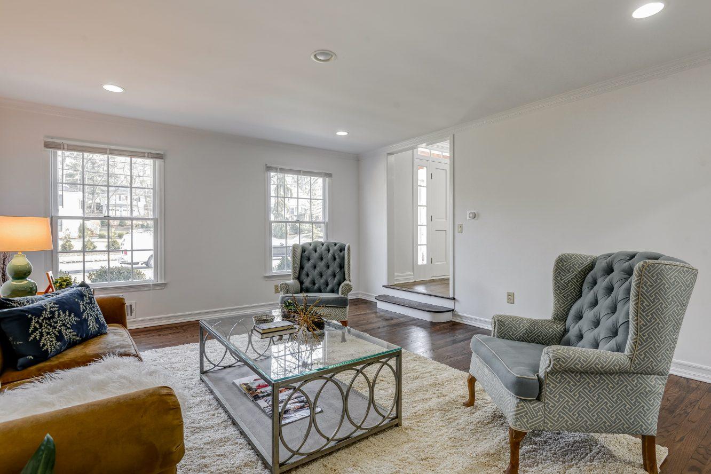 10 – 443 Long Hill Drive – Living Room