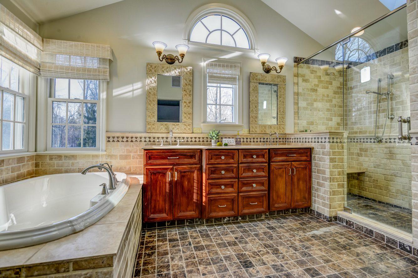 14 – 443 Long Hill Drive – Spa-like Master Bath