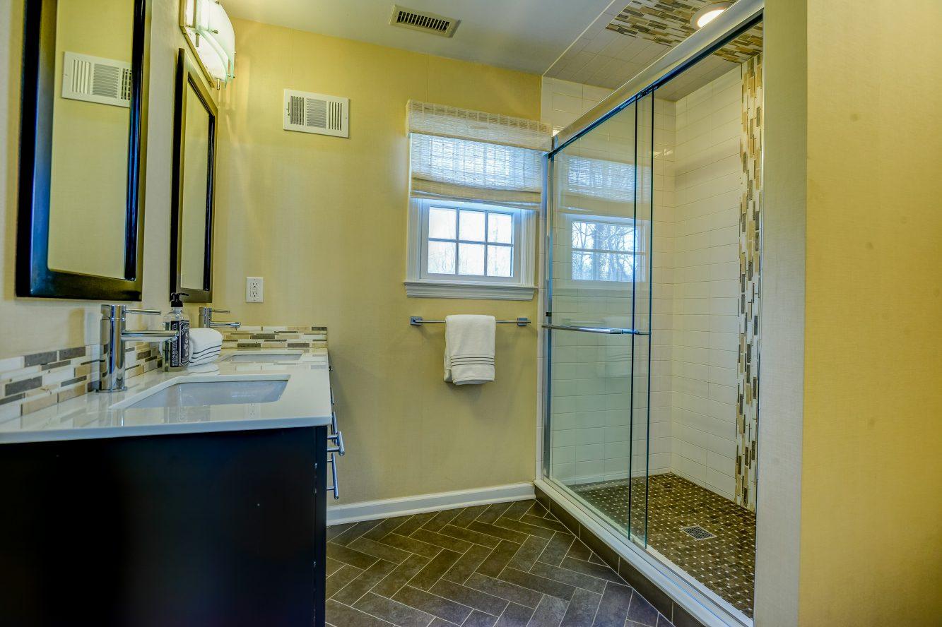 19 – 443 Long Hill Drive – Second Level Hall Bath