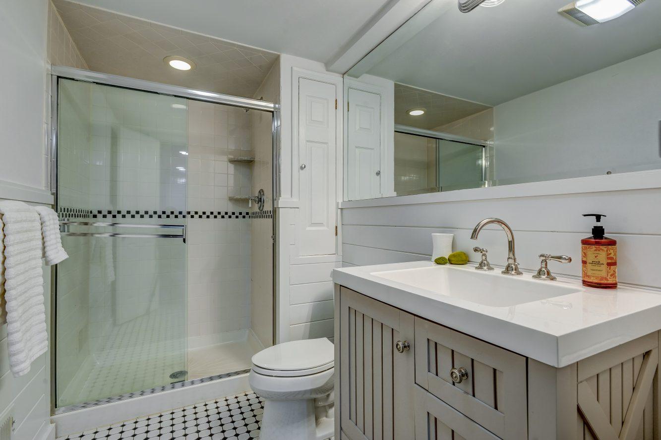 22 – 443 Long Hill Drive – Lower Level Full Bath