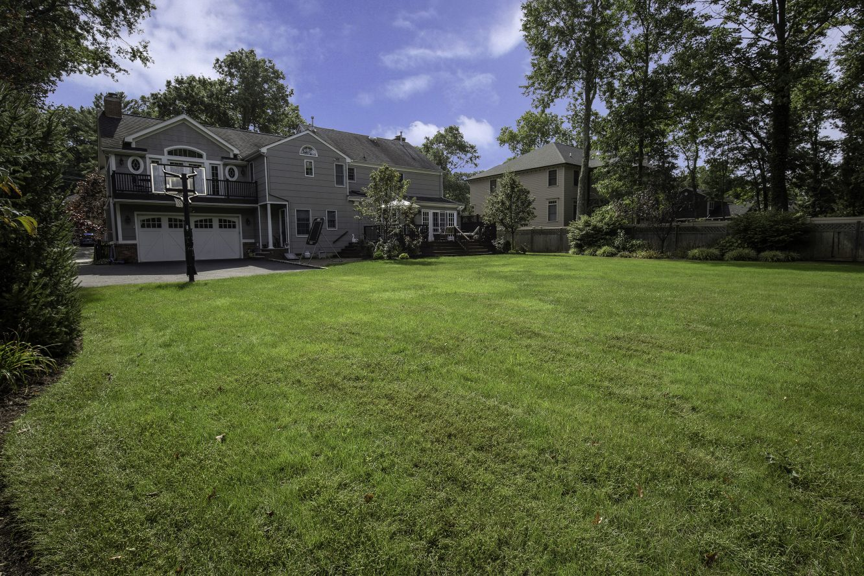 23 – 443 Long Hill Drive – Gorgeous Backyard