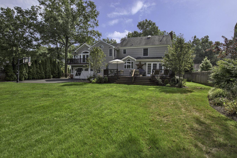 24 – 443 Long Hill Drive – Gorgeous Backyard