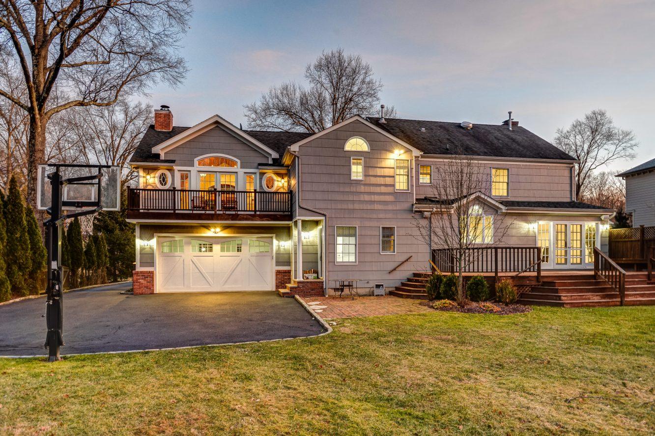 25 – 443 Long Hill Drive – Gorgeous Backyard
