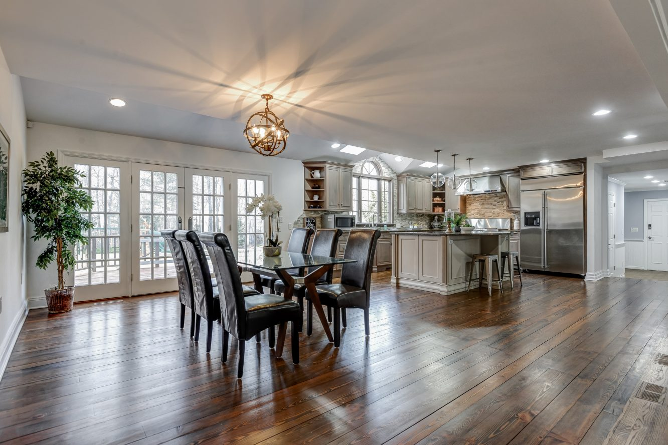 5 – 443 Long Hill Drive – Gourmet Eat-in Kitchen