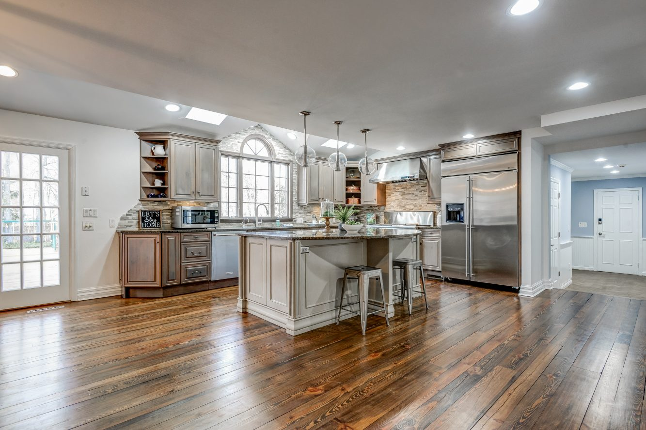 6 – 443 Long Hill Drive – Gourmet Eat-in Kitchen
