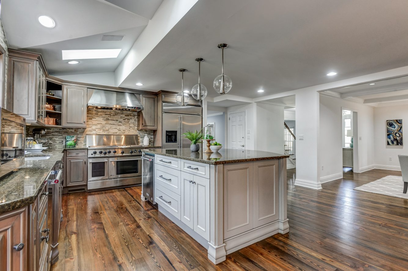 7 – 443 Long Hill Drive – Gourmet Eat-in Kitchen