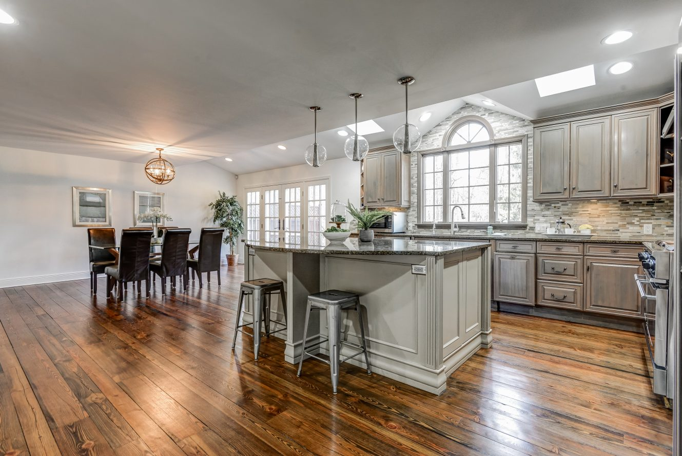 8 – 443 Long Hill Drive – Gourmet Eat-in Kitchen